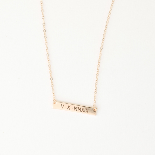roman-numeral-5-x-30-horizontal-bar-necklace-gold