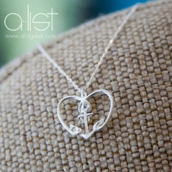 DG-Anchor-Heart-Necklace-Silver-Front-On-burlap