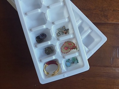 Dorm Room Jewelry Organizing Tips