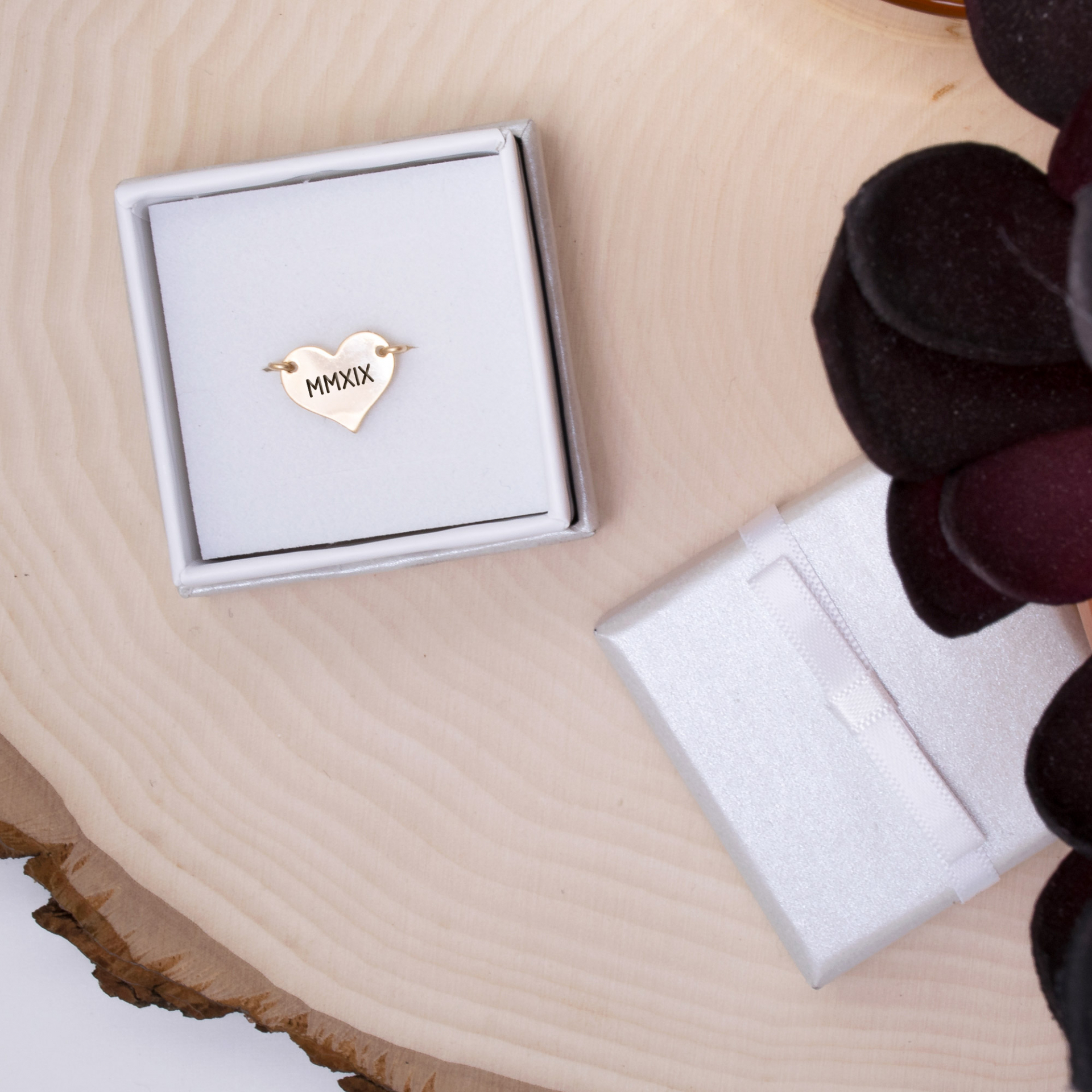 2019-roman-numeral-heart-wire-ring-gold-in-box-2