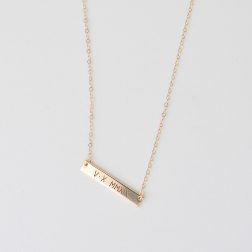 roman-numeral-5-x-30-horizontal-bar-necklace-gold-2